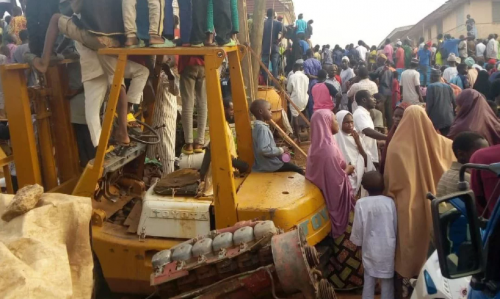 Kano Fire Service Rescue Ten Trapped In Building Collapse
