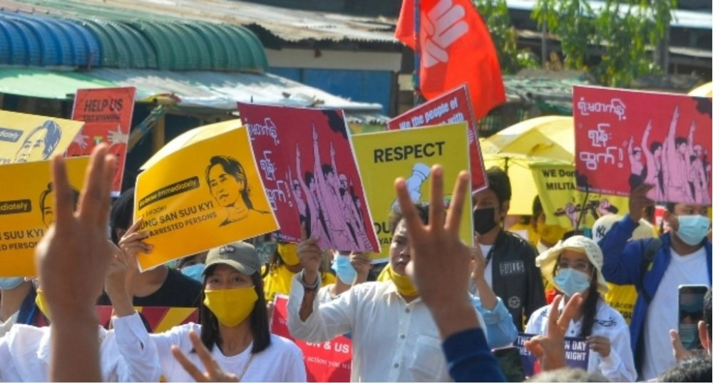 Myanmar Protesters Continue Rally Despite Military Threats